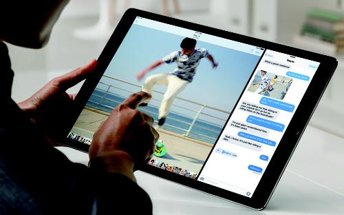 iPadPro_Lifestyle-SplitScreen-PRINT-2